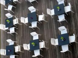 Stühle aus der Luft