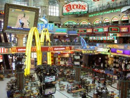 Canal Walk Food Court at Century City, Foto by Henry M. Trotter